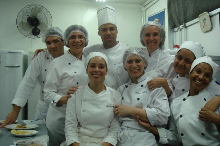 O Chef, ao centro, eu, à direita dele e algumas de minhas colegas de turma (Antonio, Cris, Laura, Lili, Thaissa e Ivany..