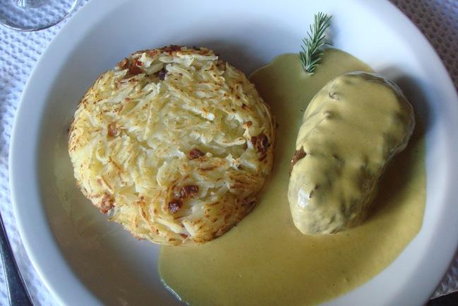 Filé mignon ao molho de mostarda com batata rosti