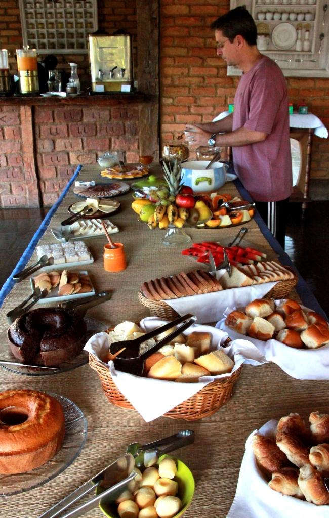 Café da manhã da Pousada das Araras