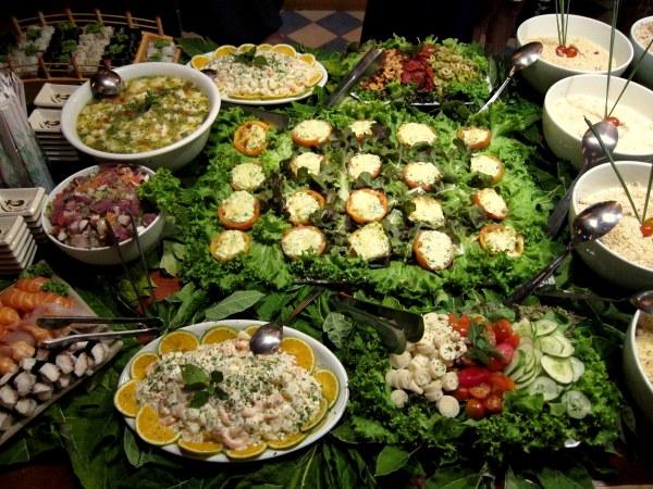 Algumas das saladas e guarnições do festival gastronômico
