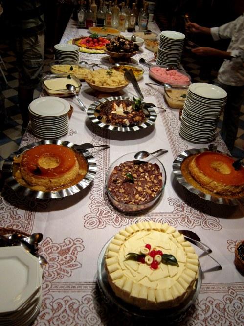 Mesa de sobremesas do festival gastronômico
