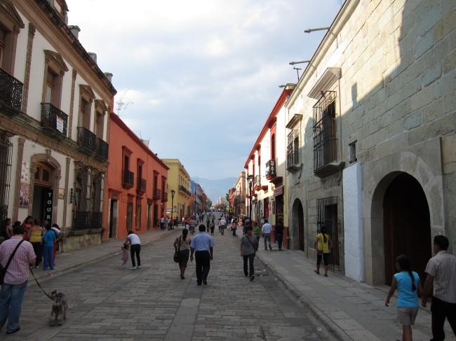 Rua do centro histórico de Oaxaca - México