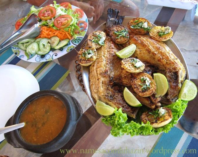 Garoupa na brasa com pirão, arroz branco e salada