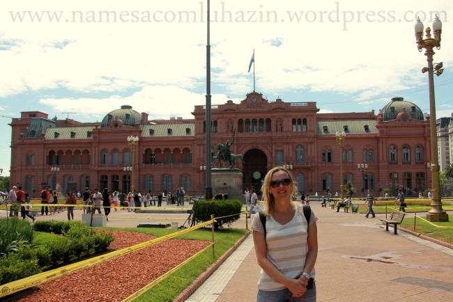 Em frente à Casa Rosada na Plaza de Mayo