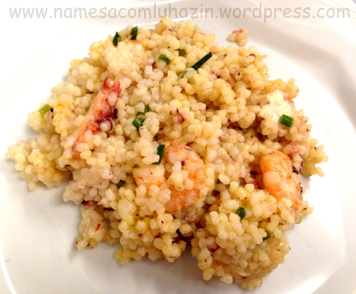 Mini arroz com camarões, polvo e nirá