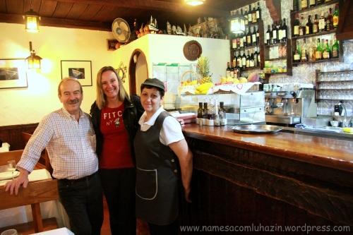 O dono do restaurante A Grade e a senhora simpática que nos atendeu