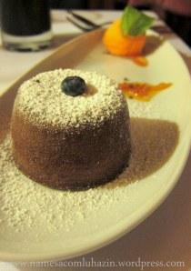 Vulcão de chocolate com ártico de tangerina