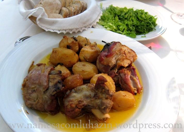 Carneiro ao forno com batatas
