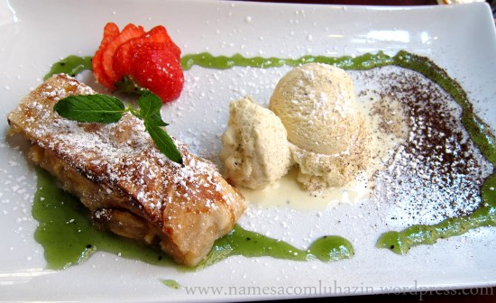 Apfelstrudel com sorvete de baunilha