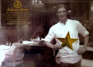 Patrick Bittner, chef estrelado do Français (foto exposta na vitrine do restaurante)