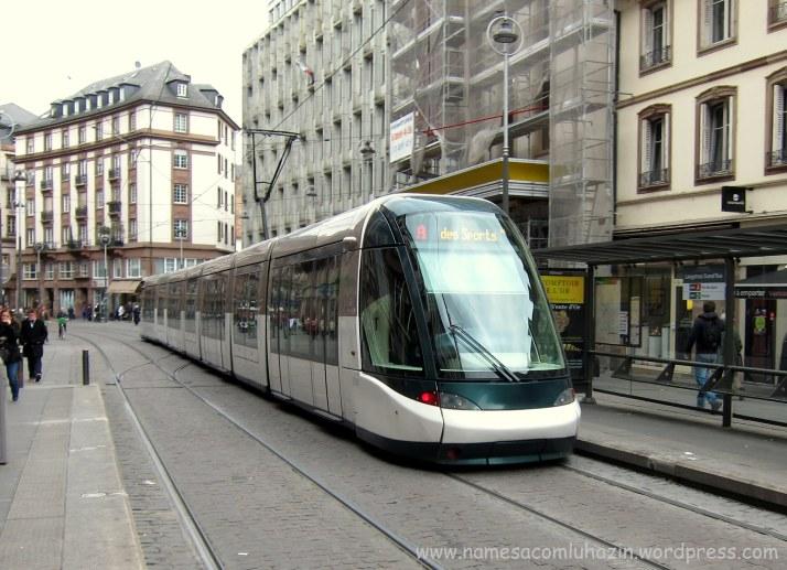 """""""Tramway"""", metrô de superfície, em Estrasburgo"""