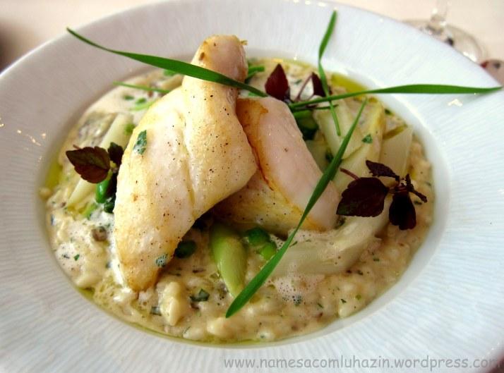 Lindo prato: Tilápia com risoto de aspargos frescos