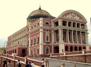 Teatro Amazonas e sua cúpula colorida, símbolo de Manaus