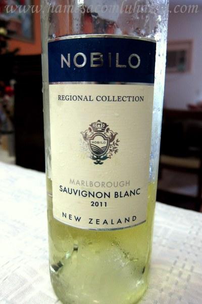 Vinho branco gelado da Nova Zelândia que harmonizou com o arroz de polvo