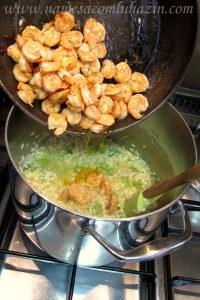 Acrescente os camarões fritos