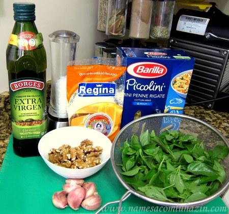 Ingredientes para o molho pesto de manjericão