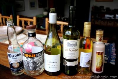 Bebidas servidas ao logo do jantar: cerveja mexicana, tequila, vinho branco, vinho tinto, vinho de sobremesa e licor