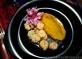 Camarones al ajillo com purê de abóbora