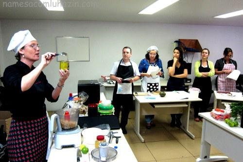 Preparando o homus tahine