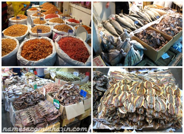 Variedade de peixes e frutos do mar secos, em mercado de Bangkok