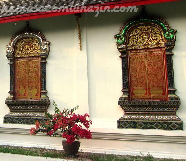 Detalhes de janelas em templo de Chiang Mai